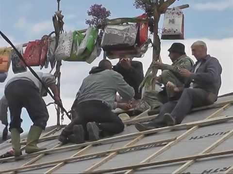 Sleme na crkvenoj kuci u Mojkovicu-Obicaji Radjevine-Dobrivoje i Dobrila Pantelic