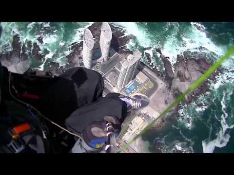 Urban Paragliding Over Iquique, Chile with Extreme Landing