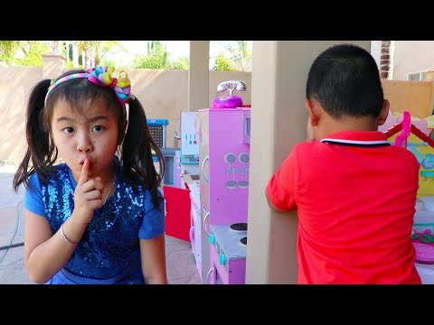 Jannie & Lyndon Pretend Play Best Hide and Seek Spots Fun Kids Game