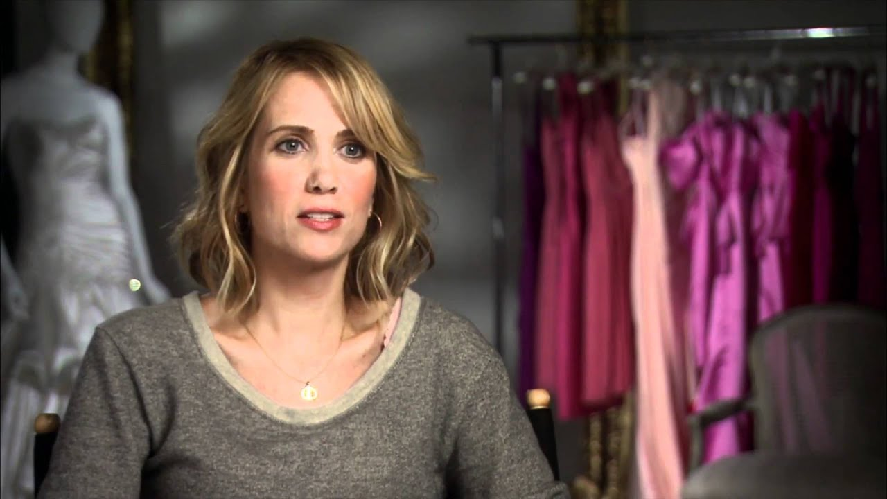 Kristen Wiig 'Bridesmaids' Interview - YouTube