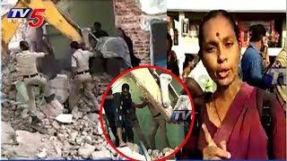 పేదల ఇళ్లను కూల్చేసిన GHMC సిబ్బంది| GHMC Demolitions in Indiranagar | TV News