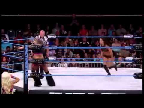 Belly Punch in the wrestling: Velvet Sky