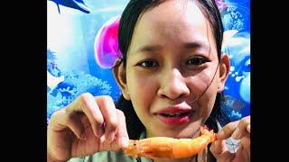 Beautiful Girl Eat Spicy 🌶 Lobster 🦞 Delicious (ស្រីស្អាត់ញាំបង្កងហិលឆ្ងាញ់កប់ៗ)V4