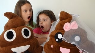 "Poopy & Patty Wedding ""Pet Poop Emoji Gets Married"" Toy Freaks Victoria & Annabelle"
