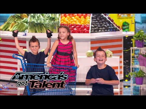 Dom The Bom's Triple Threat: Kids Cut Food With Flying Cards - America's Got Talent 2014 video
