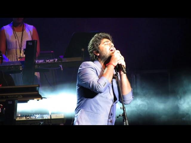Arijit Singh singing Tum Hi Ho Live (Aashiqui 2) thumbnail