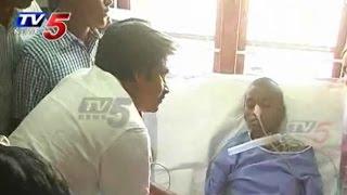 Pawan Kalyan Crying for Srija   Pawan Kalyan to fulfil Srija's Dream : TV5 News