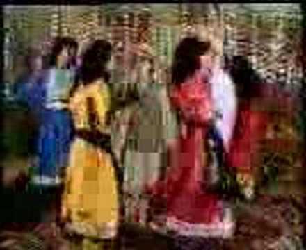 kabul girls dance. afghan girls dancing.
