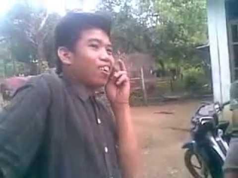 Video Orang Gila Menelpon Dengan Batu