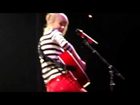 Taylor Swift singing Fearless @ Houston Toyota Center 5-16 -2013