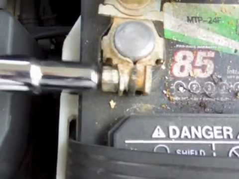 EASY 2000 Toyota Sienna Battery Removal