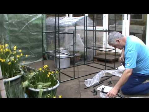 building mini green house