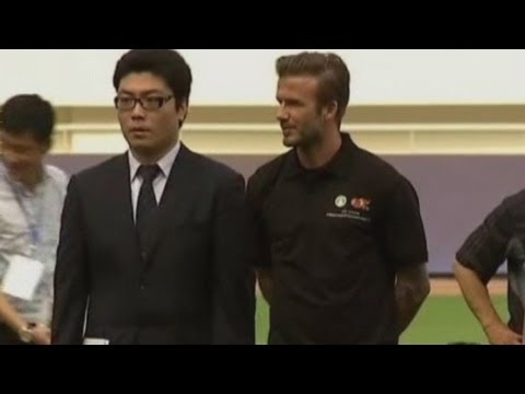 David Beckham 'cheats' to beat Chinese kids at football