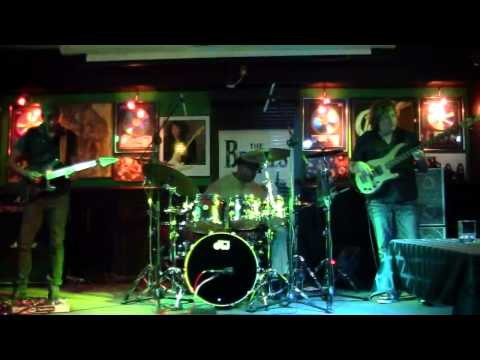 Kick it All Over - Greg Howe, Dennis Chambers, Stu Hamm