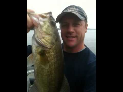 Bass Fishing today on Lake Palestine Tx