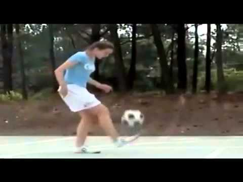 Así domina el balon la hermana de Messi.mp4