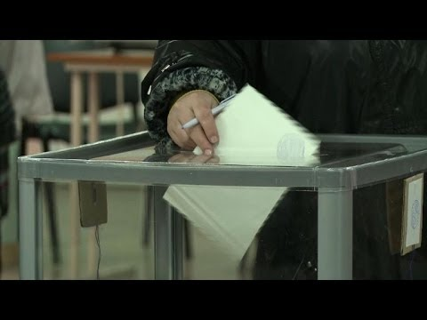 Russian flags fly as Sevastopol votes in referendum
