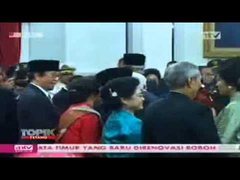 Mega SBY Bersalaman dan juga Melengos