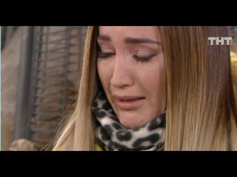 Бузова расплакалась в прямом эфире после оскорблений