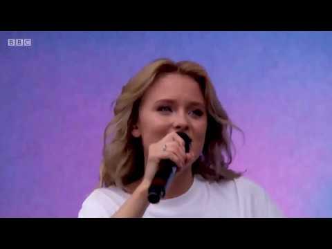 Zara Larsson  -  Symphony ( Big weekend on live 2017 )