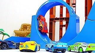 Disney Cars Toys Looping Speedway Time Attack Race! Lightning McQueen Jackson Storm Cruz Ramirez