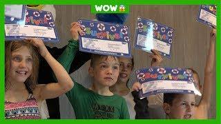 Lars (9) heeft al 20 (!) zwemdiploma's