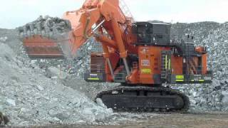 Hitachi EX8000 hydraulic shovel