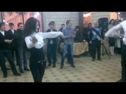 Четкая Лезгинка Девушка классно танцует!