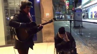 Download Lagu Homeless man joins busker for spontaneous New Year's Eve street jam, the result is incredible Gratis STAFABAND
