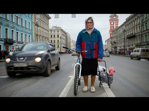 Бабушка на велосипеде (Grandma on a bicycle)