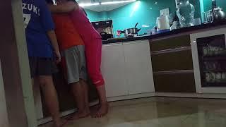 Chuối và Sumi đang quay lén Candy bị phạt nấu cơm