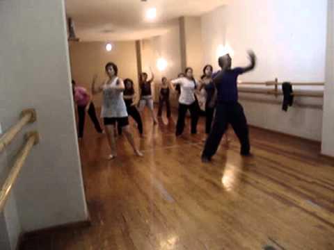 Augusto Omolú ha desarrollado una técnica particular para actores y bailarines basada en los bailes de los Orixas (Bailes afro-brasileiros de la tradición del Candomblé). Su técnica desarrolla...
