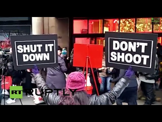 #RuptlyLive - Protesters in NY boycott 'Black Friday' out of solidarity with Ferguson