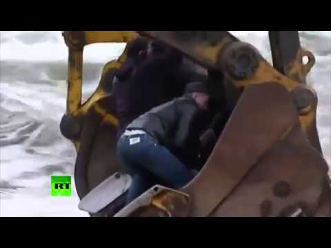 IMPRESSIVE!!!! Russians FERRY: Cross the river in BACKHOES