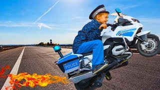 Kids Playing & Driving Sportbike / Pretend Play Police with Power Wheels BMW Mini Bike