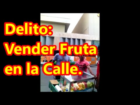 """Delito:  vender fruta en la calle. """"Polecías en Atsión"""" en Monterrey."""