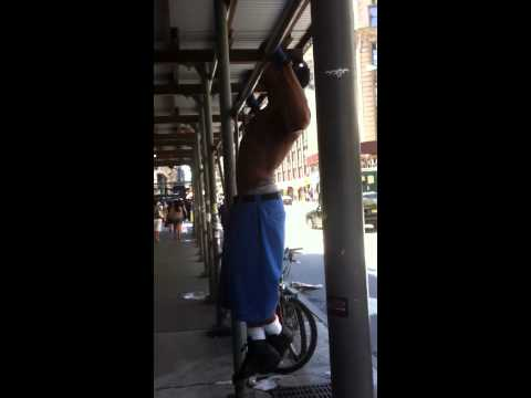 Delivery Man goes beast mode at 32nd and Broadway