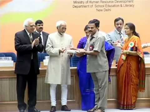 my father receiving national best teacher award