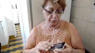 Tia Ignez descobrindo o Ipod Touch - Aplicativo Studio Guitar p/ Ipod, Ipad e Iphone