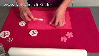 play fondant torten einschlagen einer torte mit fondant. Black Bedroom Furniture Sets. Home Design Ideas