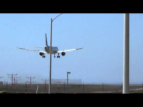 Air Canada A320-211 (C-FLSU) Landing at  Los Angeles Airport.