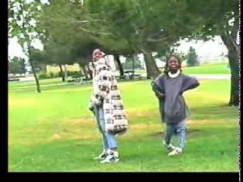 セレナ(セリーナ) and ビーナス(ヴィーナス) ウィリアムズ playing at ages 7 and 8