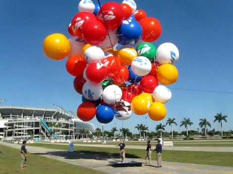 """UP"" movie promotion in Miami with my Mom in a Cluster Balloon"