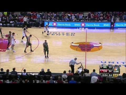 Derrick Rose's Possible Meniscus Tear Injury In-Game (Milwaukee Bucks 23.02.15)