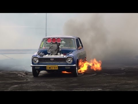 BLOWN V8 COROLLA ( CMEFRY ) CATCHES FIRE IN THE BURNOUT FINALS AT KANDOS 2012