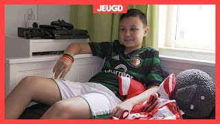 Feyenoord-fan Colin (13) is boos over anti-Ajax-foto