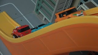 Tobot Car, Go up the escalator Slide 또봇 자동차, 에스컬레이터 미끄럼틀을 내려가다 장난감 놀이