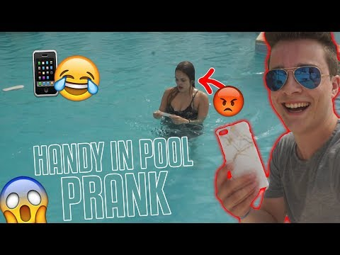 HANDY in POOL PRANK an FREUNDIN