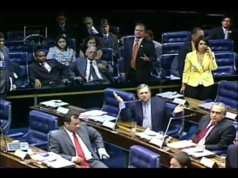 Bate boca entre Renan e Tasso interrompe sessão no Senado