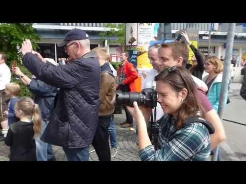 Farbbeutelwerfer auf die AfD am Corso Leopold München mit Benjamin David 1